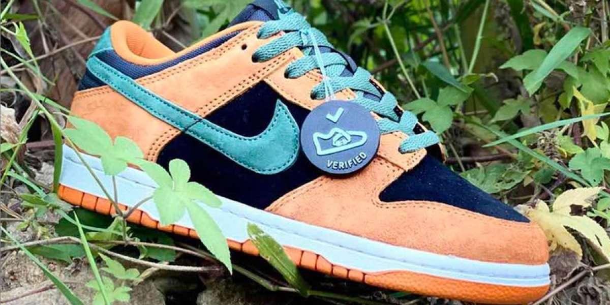 """Improve foot comfortbale wearing the Nike Dunk Low SP """"Ceramic"""" DA1469-001 sneakers"""